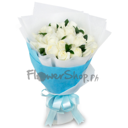12 pcs. White Roses in Bouquet