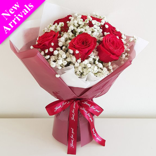 V-Day Half Dozen Roses in Bouquet